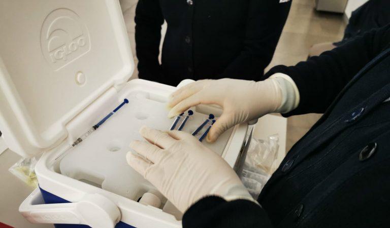 Comienza aplicación de vacuna vs COVID-19 a maestros mexiquenses